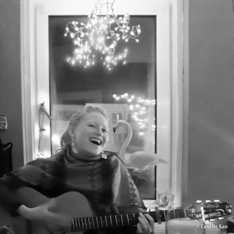Joan sings